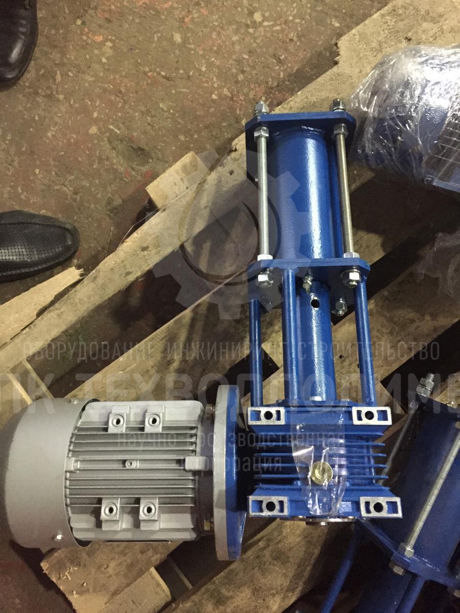 Материал изготовления вала: сталь нержавеющая Габаритные размеры: Ширина лопасти=1600мм, Высота вала=6250мм. Число оборотов: 22 об/мин Мощность эл/двигателя: 1,1 кВт. Отгрузка в Московскую область.